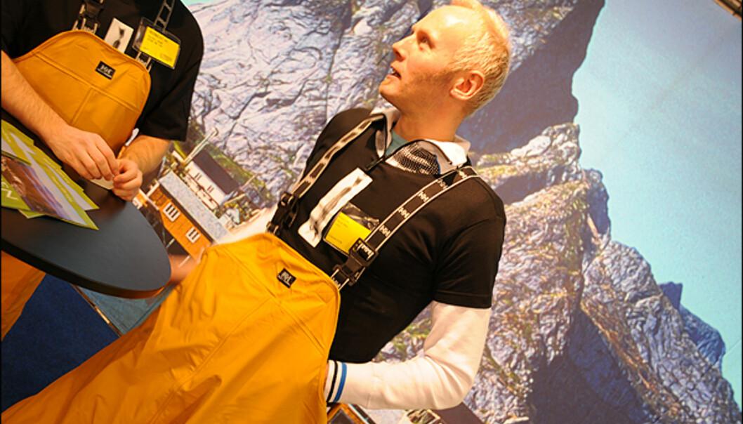 """I Lofoten er man mer opptatt av """"talle"""" i måndene som kommer. Det vil si fiskelykke nå som godsesongen for fiske er i anmarsj. I sine gule fiskemannsbukser kommer fort den nordnorske humoren frem.         <br />"""