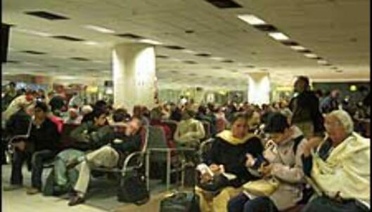 Flyplassen i Delhi - et eneste kaos, ifølge DinSide Reises egen flyplasstest.<br />  Foto: Sindre Storvoll