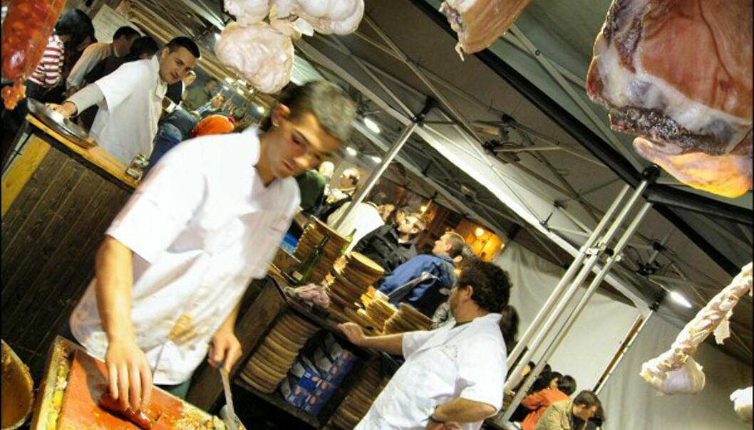 En matfestival på Plaza Santa Ana serverte spanske spesialiteter til langt utpå natten.