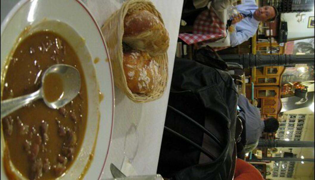 """Nesten alle restauranter har en """"menu del dia"""" til lunsj - forrett, hovedrett og kaffe eller dessert for under ti euro. Her fra Casa Patas, som også er kjent for sine flamencoshow."""