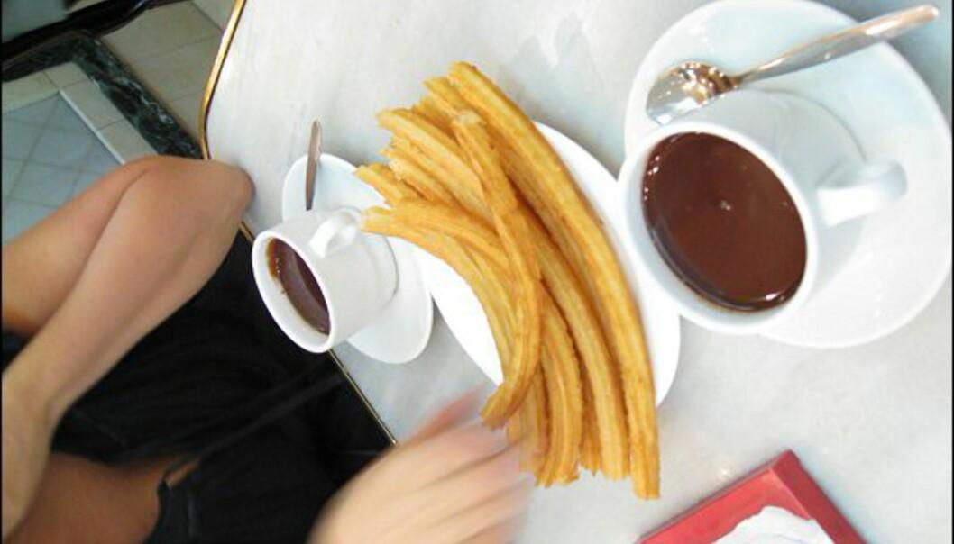 Etter en lang kveld smaker det med churros con chocolate. Typisk madrilensk, men ikke akkurat slankemat...