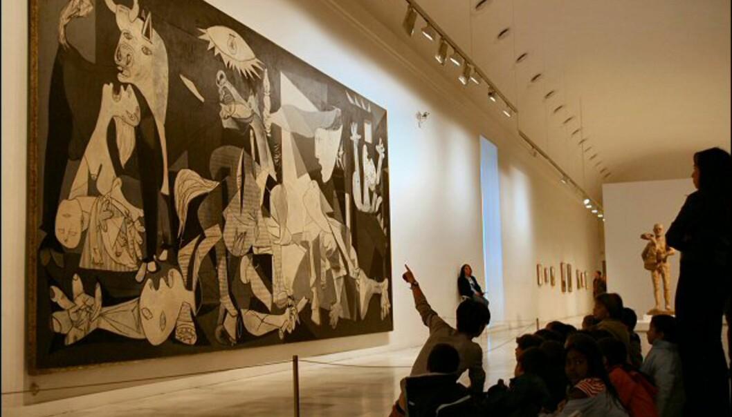 Museets mest kjente kunstverk er selvsagt Picassos Guernica, som ble malt etter Francos beordring av bombingen av landsbyen Guernica i Baskerland i 1937, under den spanske borgerkrigen. Regnes som et av Spanias viktigste kunstverk.