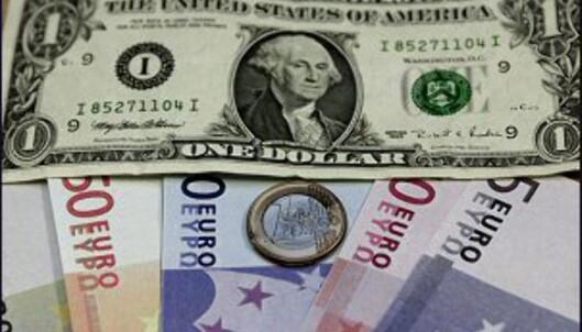 Euroen har ikke banket dollaren - ennå i alle fall... <i>Bilde: Colourbox.no.</i>
