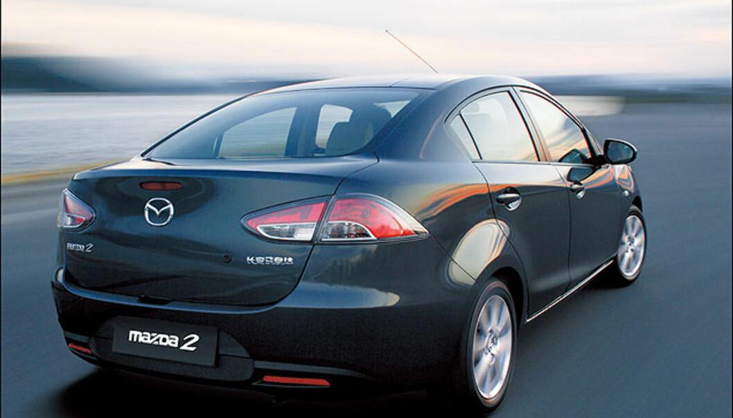 Store bilder av Mazda-sedanen