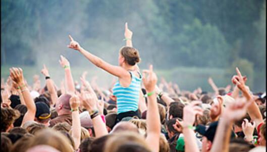 Kjøp billetter til sommerens festivaler nå, så slipper du unna svartebørshaiene. <i>Illustrasjonsfoto: iStockphoto.com</i>