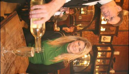 Le Cirio er en klassisk art deco-kafé som serverer sin egen half'n half champagne og tørr hvitvin.