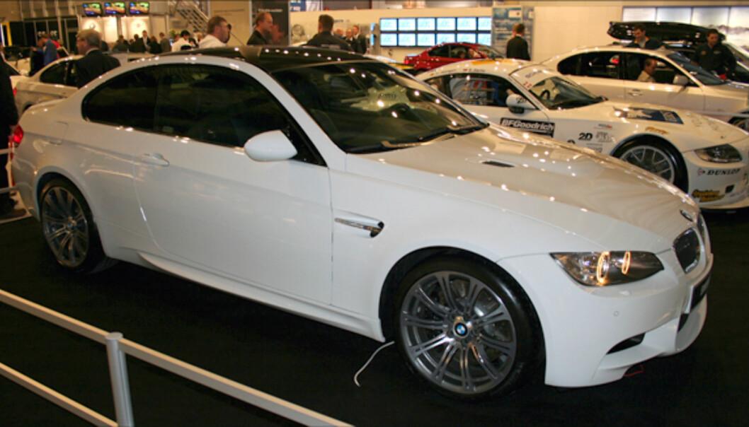 BMW M3: V8, 420 hk