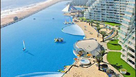 Skal vi ta et par lengder i bassenget? Foto: San Alfonso del Mar