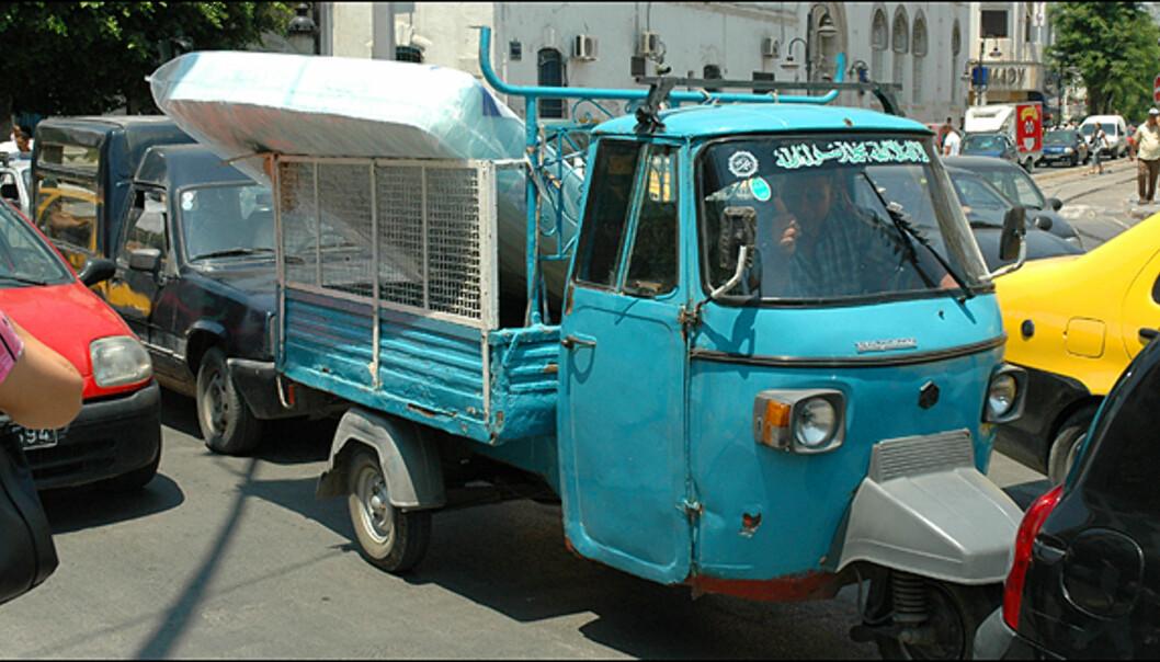 Ikke mange lukene i den tunisiske trafikken..., men tommelen opp!