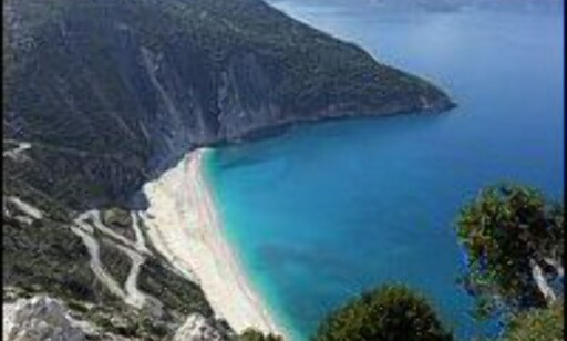 Myrtos strand på Kefalonia. Foto: Wonderful Greece