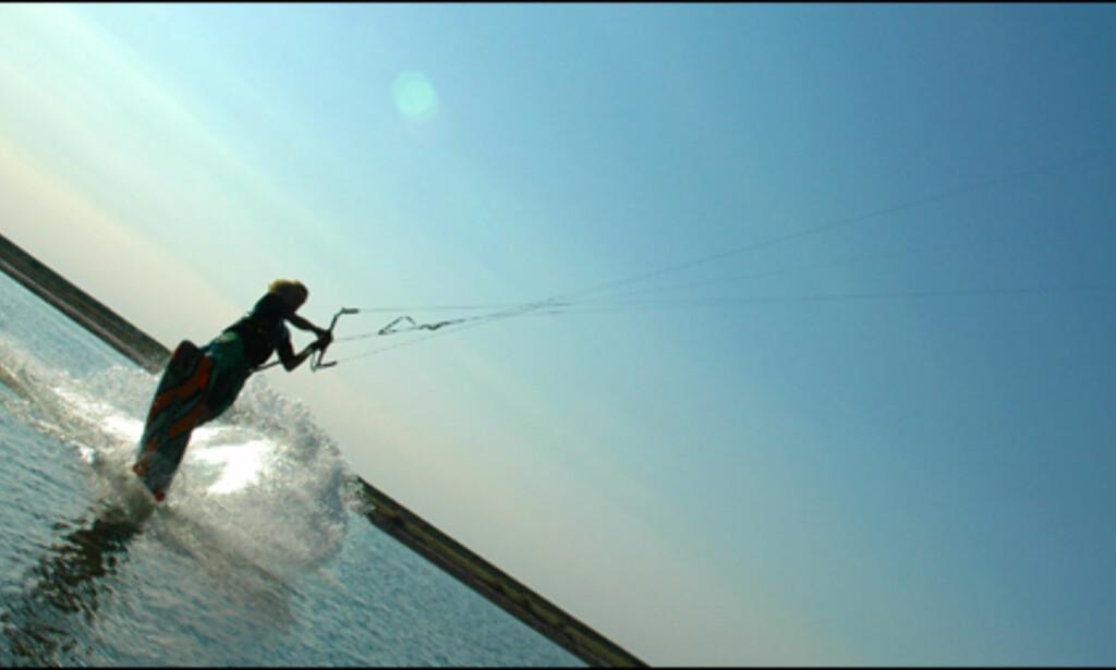 Sigve Botnen vei til å ta av med kiten. <i>Alle foto: Hans Kristian Krogh-Hanssen</i>