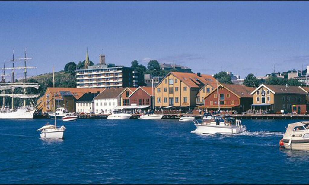 Tønsberg er full av liv om sommeren. Her ser du bryggen i byen. Foto: Renate Blindheim