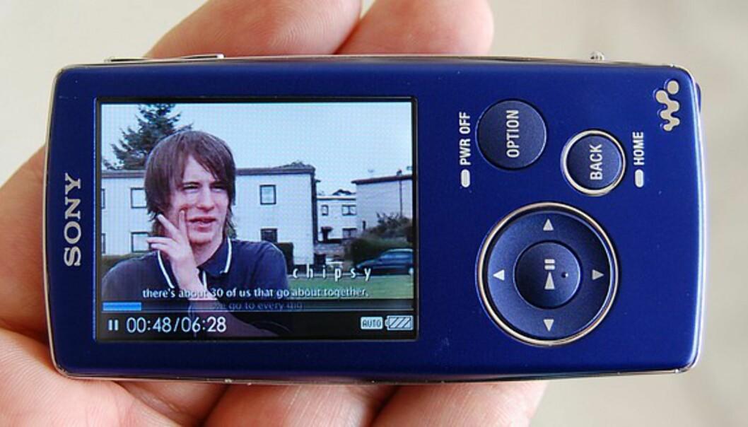 Videoer og bilder kan betraktes liggende, og dermed utnyttes som regel skjermen bedre.