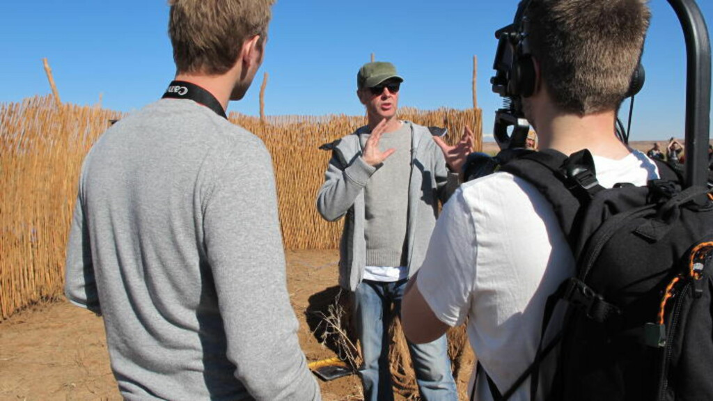 INNSPILLING: Filmen er spilt inn i flere land. Her er Poppe under innspilling i Nord-Afrika. Foto: Euforia Film