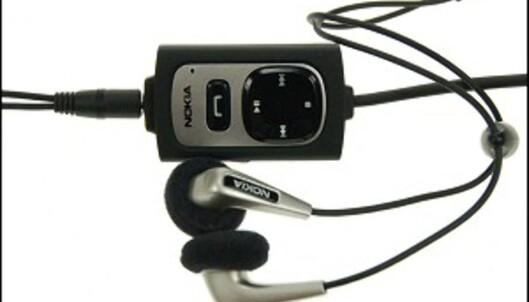 Fjernkontrollen AD-41 med det medfølgende stereo-headsettet HS-28.