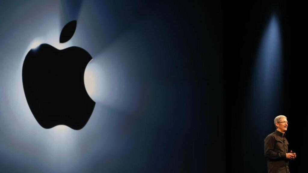 FÅR KRITIKK: Apple og toppsjef Tim Cook anklages for arbeidsmiljøkriminalitet i Kina. Arbeiderne som lager Apples nye «billig-Iphone» må betale for å i det hele tatt få jobb, ifølge en ny rapport. Foto: Reuters / NTB scanpxi