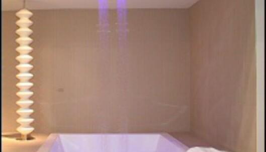 Detaljene er viktig. Her er fire små firkantete dusjhoder satt sammen til én stor regndusj. <i>Foto: Elisabeth Dalseg</i> Foto: Elisabeth Dalseg