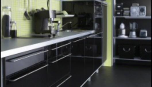 De tregeste trendsetterne måtte vente lenge på IKEAs svarte Abstrakt-kjøkken i høst. <i>Foto: IKEA</i>