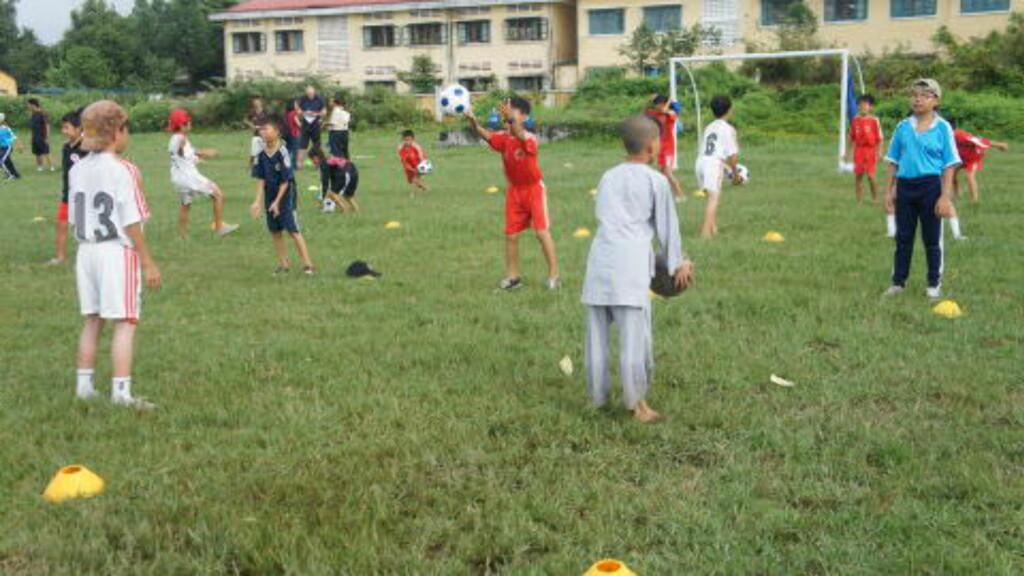 MER ENN FOTBALL:  På få år har den helhetlige norske barnefotballmodellen blitt så populær i Vietnam at landets skolemyndigheter er i ferd med å innføre denne tenkningen overalt. FOTO: Trang Tran.