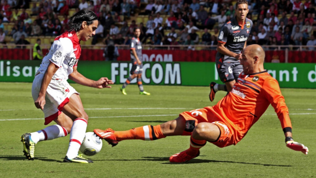 AS Monaco's Radamel Falcao (L) challenges FC Lorient's goalkeeper Fabien Audard during their French Ligue 1 soccer match at Louis II stadium September 15, 2013. REUTERS/Eric Gaillard (MONACO - Tags: SPORT SOCCER)