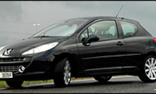 Peugeot 207 GT over (her avbildet dieselversjon), Mini Cooper S under.