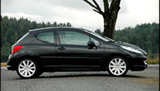 Testbilen har lekre 17-tommershjul. For komfortens skyld bør du imidlertid vurdere å beholde de originale 16-tommerne på en 207 GT.