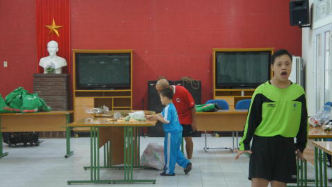 <strong>FIN STUND :</strong>  Ukas høydepunkt for Duy er treningene i kultursenteret i Hue. Der er det både fotball og egen underholdning. FOTO: Trang Tran.