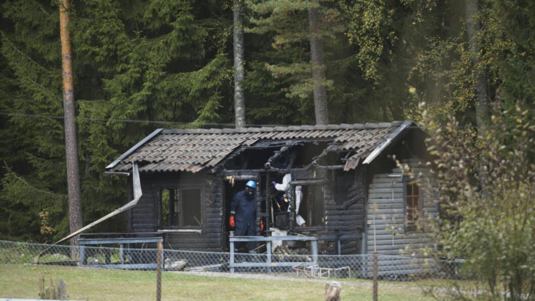 <strong>MORDBRANN:</strong> To barn døde i en tragisk hyttebrann utenfor Stockholm natt til søndag. Foto: Malin Lööf  / Expressen