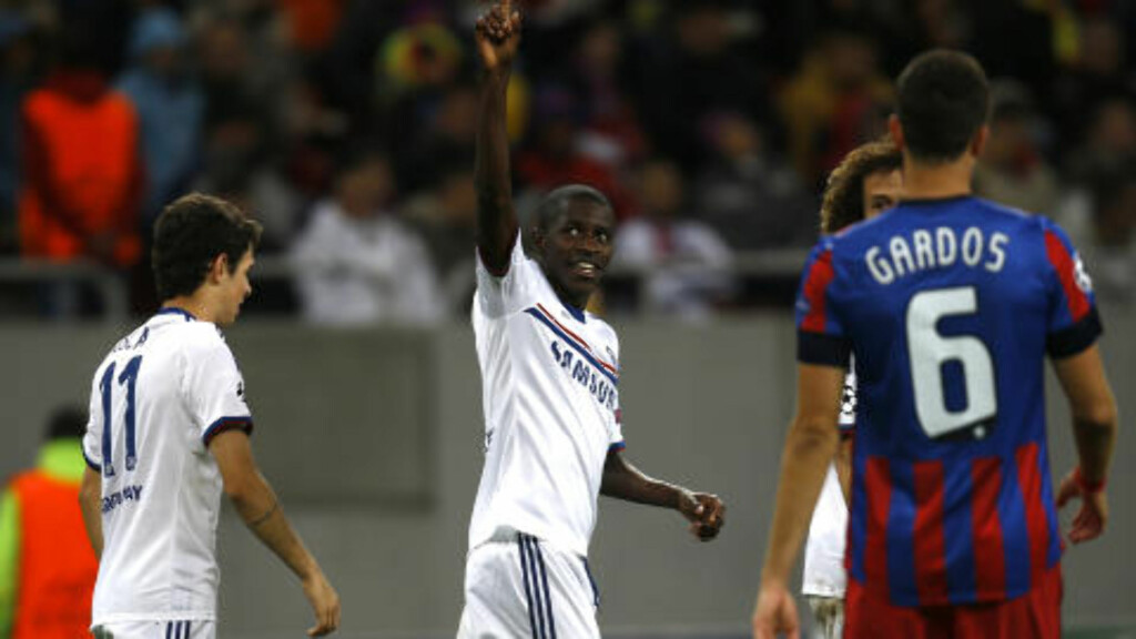 TO MÅL: Chelseas Ramires scoret to av Chelseas fire mål i kveldens seier over Steaua Bucuresti. Foto: Vadim Ghirda / AP Photo / NTB Scanpix