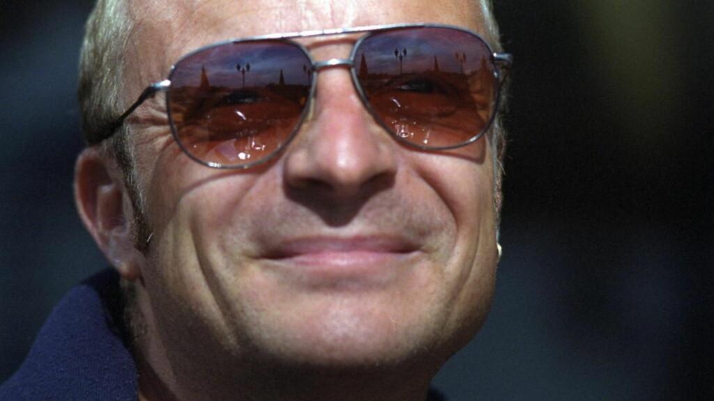 HEDRER VENNER: Med bøkene «Tørk aldri tårer uten hansker» ville Jonas Gardell hedre vennene som døde av Aids. Foto: OLA SÆTHER/DAGBLADET
