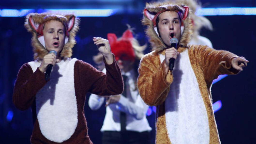 KLATRER FORTSATT: Ylvis' «The Fox» er nå USAs sjette mest populære låt. Her er brødreparet på iHeartRadio Music Festival i Las Vegas,for to uker siden. Foto: SCANPIX/REUTERS