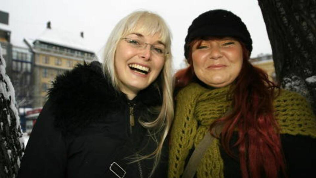 <strong>BLÅGRAS-SØSTRE:</strong> Tove (t.v.) og Anita Bøygard har vært hjemme i Hallingdal og spilt inn blågras med Chatham County Line - produsert av Jonas Fjeld. Foto: Anders Grønneberg