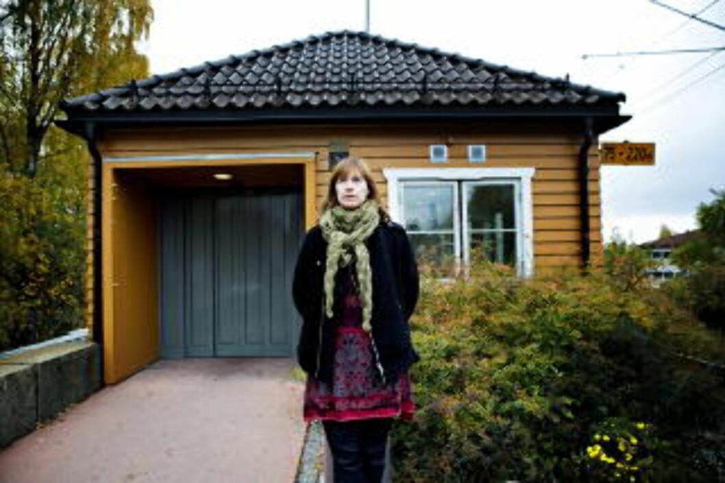 <strong>BARNDOMMENS DAL:</strong> Cecilie Enger er  Aktuell med boka «Mors gaver». Her utenfor barndomshjemmet.  Foto: Nina Hansen / Dagbladet