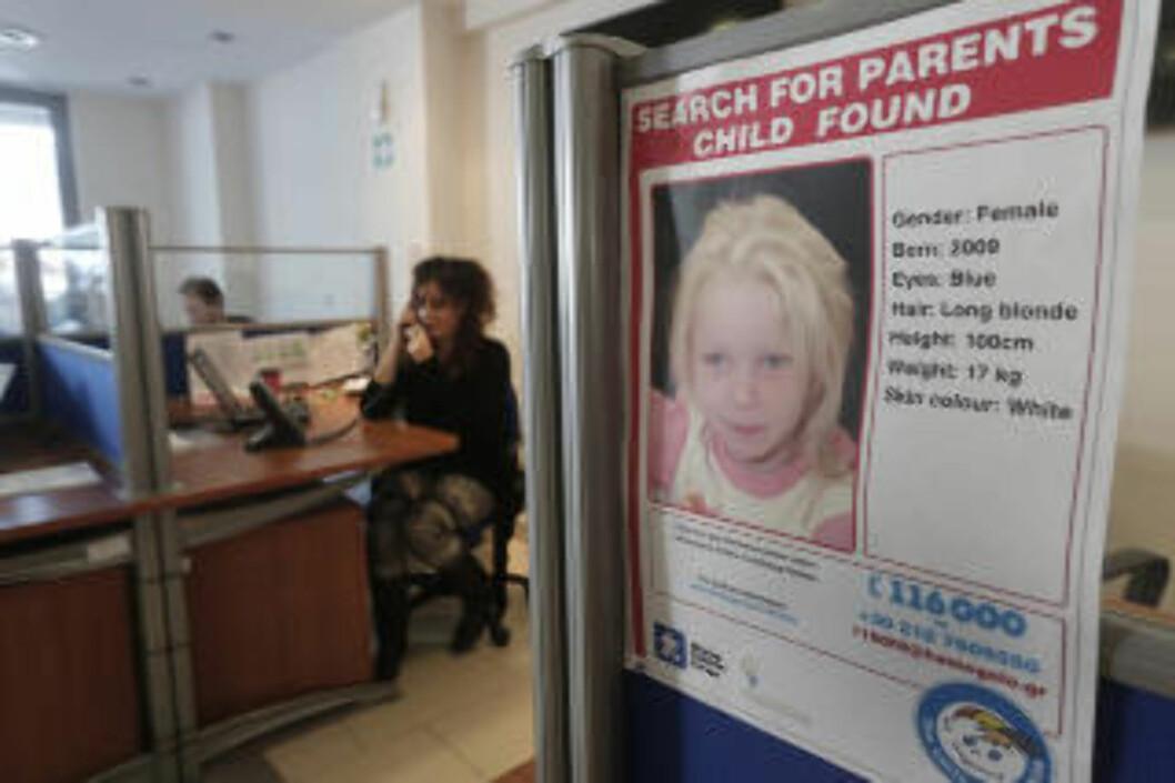<strong> OVER 5 000 tips:</strong>  Fra Aten-kontoret til organisasjonen Smile of The Child, der over 5 000 tips har strømmet inn om den fire år gamle jenta, som foreløpig går under navnet Maria. Foto: John Kolesidis, Reuters/NTB Scanpix.