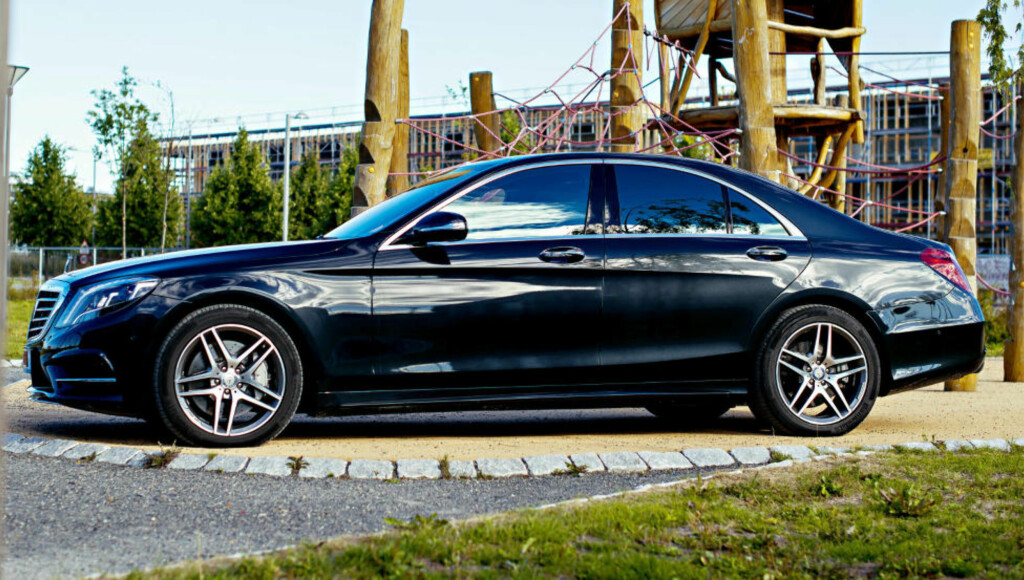 SIKKER: Den er ikke bare lekker, men også sikker. Mercedes-Benz  S 350 er kongen på haugen når det gjelder sikkerhet.