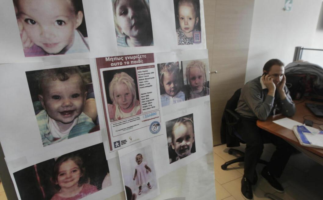 <strong>MYSTERIUM:</strong> Det er fremdeles et mysterium hvem denne fireåringen er og hvor hun kommer fra. Foto: Reuters/John Kolesidis/NTB Scanpix