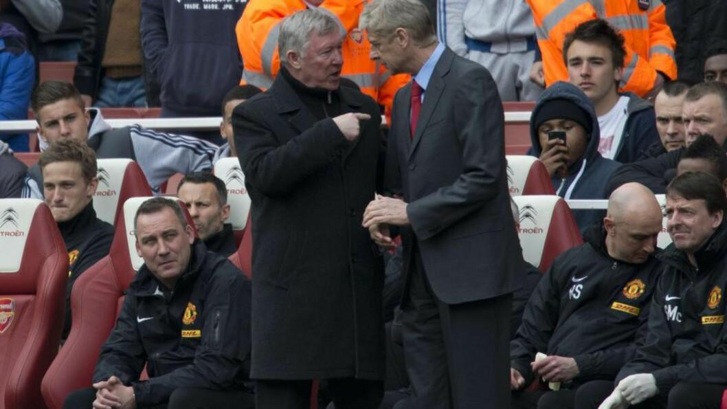 <strong> KONKURRENTER:</strong>  Sir Alex Ferguson og Arsene Wenger var store konkurrenter i en årrekke. Her snakker de sammen før Arsenal møtte Manchester United 28. april på Emirates tidligere i år. Foto: AFP PHOTO.