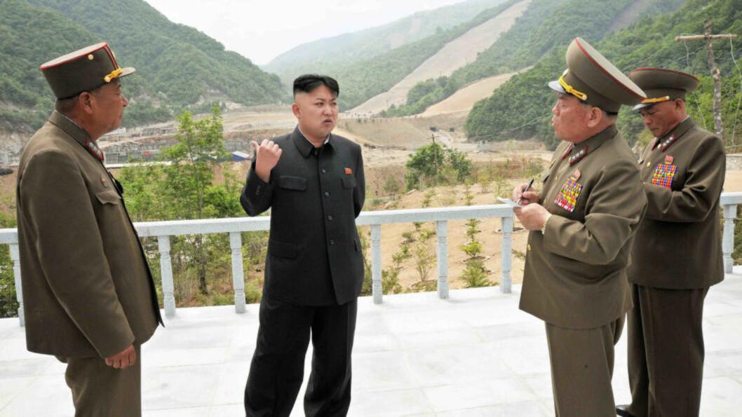 <strong> SKIDESTINASJON:</strong>  Til vinteren skal Kim Jong-uns nye skidestinasjon i verdensklasse står klar. Tidligere denne måneden var han på besøk i Masik Hill for å se hvordan utbyggingen går. Foto: KCNA / NTB Scanpix