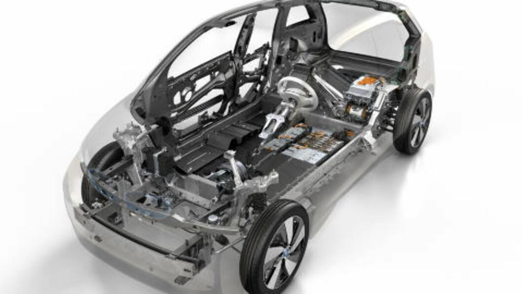 <strong>NYTENKNING:</strong> Med i3 har BMW virkelig utfordret seg selv og funnet nye veier både i konstruksjon og materialvalg.