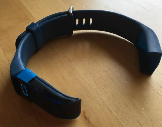 <strong>DELT I TO:</strong> Anne-Kirsti Friele Hauans Fitbit ble slik etter kun noen måneders bruk. Foto: ANNE-KIRSTI FRIELE HAUAN