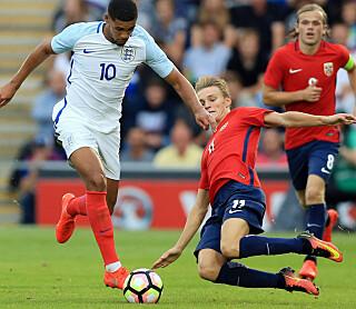 SJANSELØSE: Ruben Loftus-Cheek og England lekte seg med Martin Ødegaard og Norge. Foto: Nigel French/PA via AP