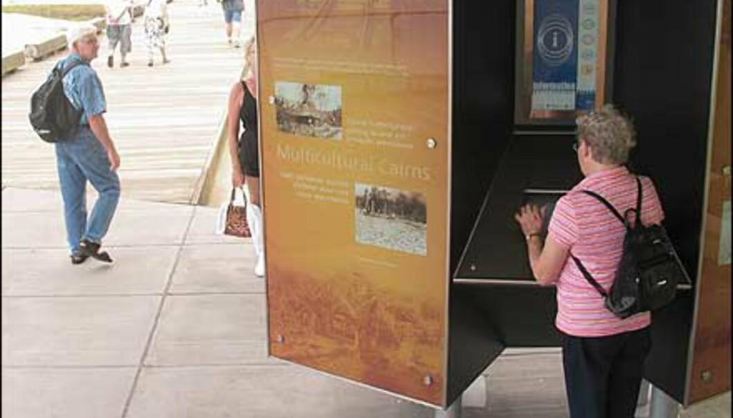 Informasjonsstasjoner på esplanaden i Cairns. Foto: Sindre Storvoll