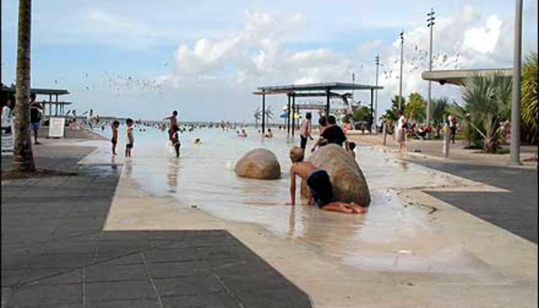 Trygg bading i lagunen i Cairns. Foto: Sindre Storvoll