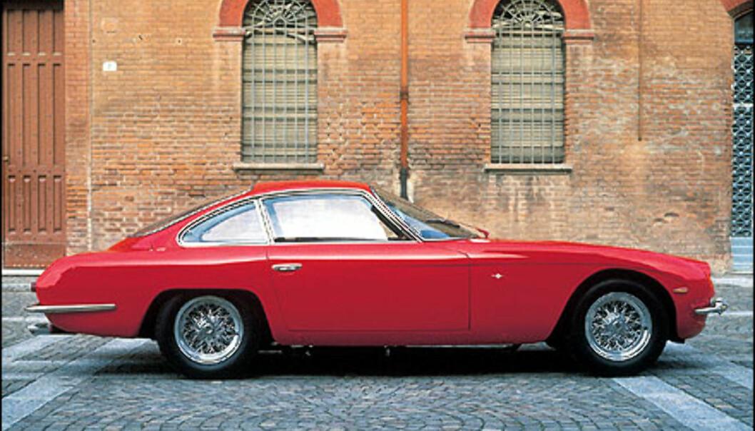 350 GT ble drevet av en V12 motor som kunne yte 280 hestekrefter.