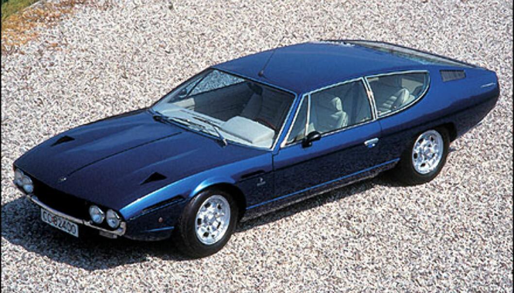 Senere samme år dukker Espada opp. Bilen bygger på et designstudie utført av Bertone året før. Legg merke til at denne bilen har norske skilter.