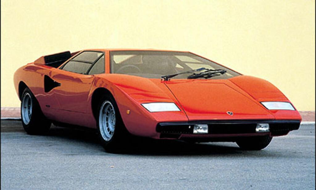 I 1971 viste Lamborghini frem konseptbilen Countach LP500. Her er bilen slik den fremsto i produksjonsklar utgave tre år senere. Da bilen ble vist på Geneve-messen i 1974 hadde den fått navnet Coutach LP 400.