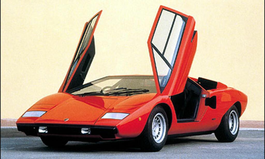 Countach LP 400 ble designet av Gandini, og ble kjent for sine dører som åpner fremover.