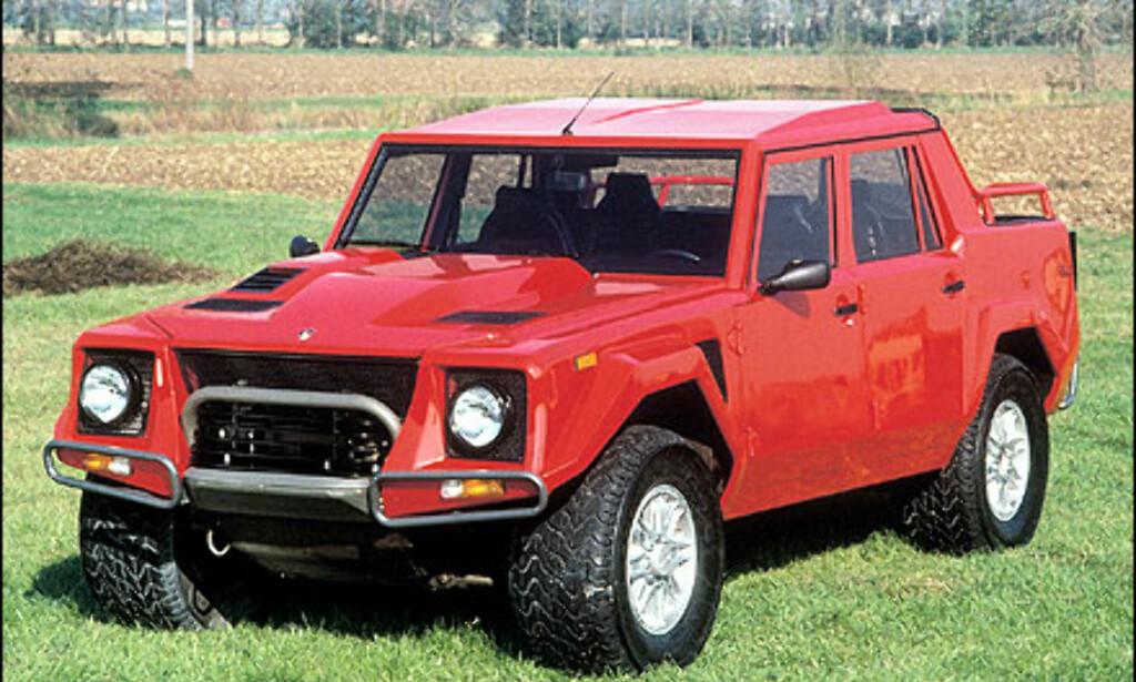 I 1977 bestemmer Lamborghini seg for å ta en del av det militære markedet, og lanserer Cheetah. I 1981 kommer etterfølgeren LM001, som er mer beregnet på det sivile markedet.   Allerede året etter, i 1982, blir den avløst av sin etterfølger LM 002 som er avbildet på bildet over.