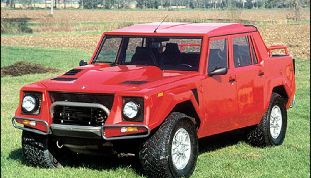 I 1977 bestemmer Lamborghini seg for å ta en del av det militære markedet, og lanserer Cheetah. I 1981 kommer etterfølgeren LM001, som er mer beregnet på det sivile markedet. <br /> <br /> Allerede året etter, i 1982, blir den avløst av sin etterfølger LM 002 som er avbildet på bildet over.