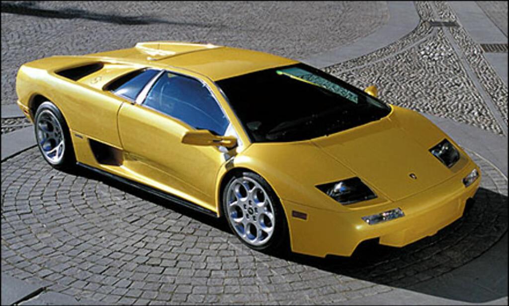 I 1990 starter Lamborghini å produserer Diablo, den gang verdens raskeste sportsbil med 320 kilometer i timen i toppfart. Bilen på bildet er fra år 2000.